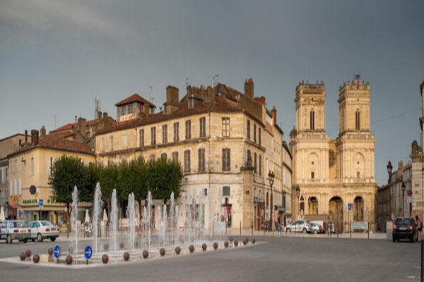 Place De La Libération Et Cathdrale Saint Marie