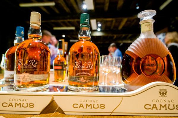 Cognac Camus. Master Blender. Cours D'assemblage De Grands Crus De Cognac.