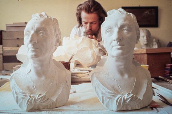 Sculpteur Modeleur. Restauration D'un Modèle Plâtre.
