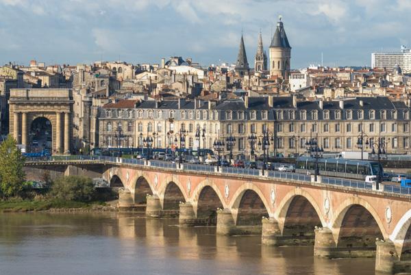 Le Pont De Pierre, Ou Pont Napoleon, Vu Depuis La Rive Droite