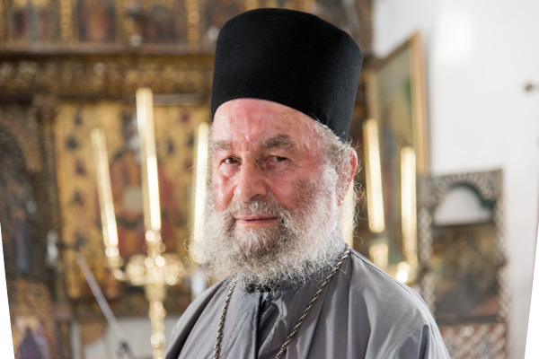 Monastère Des Taxiarques XVème Siècle. Le Moine Makarios Est Souvent Présent Pour Vous Faire Visiter Ce Lieu De Culte Ortodoxe.