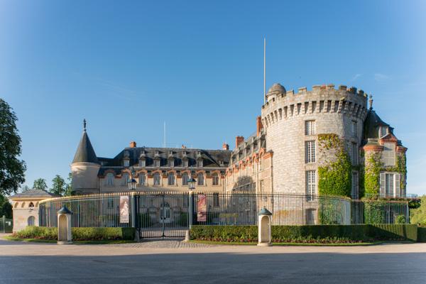Le Château. Tour François Ier Et Aile Du Comte De Toulouse
