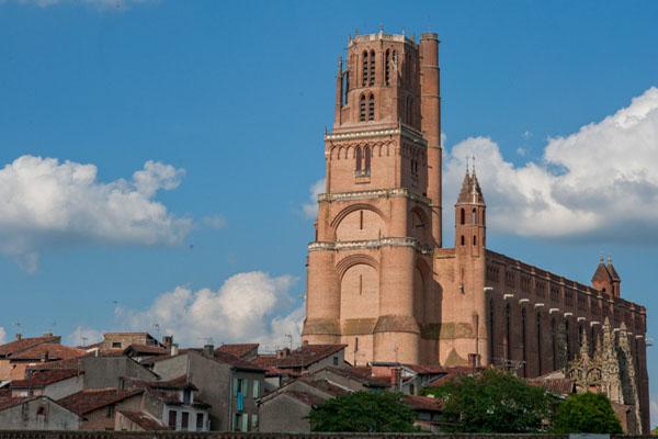 Le 1er Août 2010, La Cité épiscopale D'Albi A été Ajoutée à La Liste Du Patrimoine Mondial De L'UNESCO. La Cathédrale Sainte-Cécile Est  L'un Des Plus Grands édifices En Brique Du Monde. Elle A été Construite De 1282 à 1480.