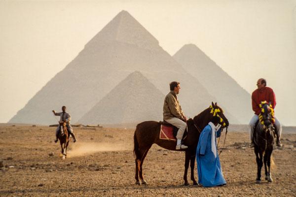 Deux Egyptologues Amateurs Français, Ont Une Nouvelle Théorie Sur Le Mystère De La Grande Pyramide. Kheop, Kephren Et Mykerinos Forment Le Hep.
