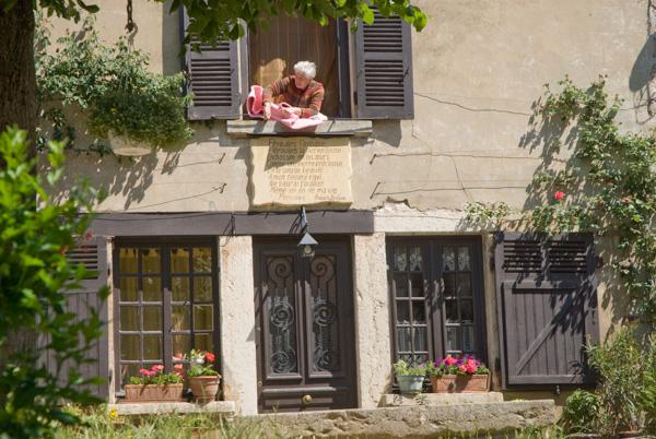 Pérouges. Rue Des Rondes, Et Place Du For.