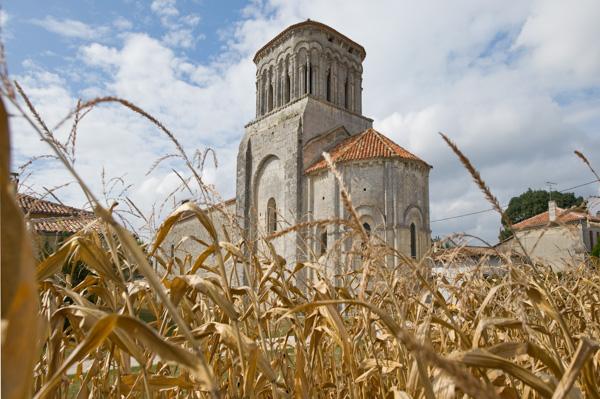 17500 Moings. L'église Romane Saint-Martin.