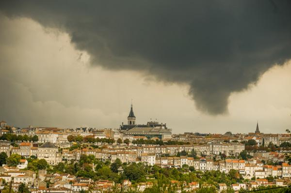 16000 Angoulème. Une Tornade Sur La Ville, Vue Des Hauteurs Du Golf.